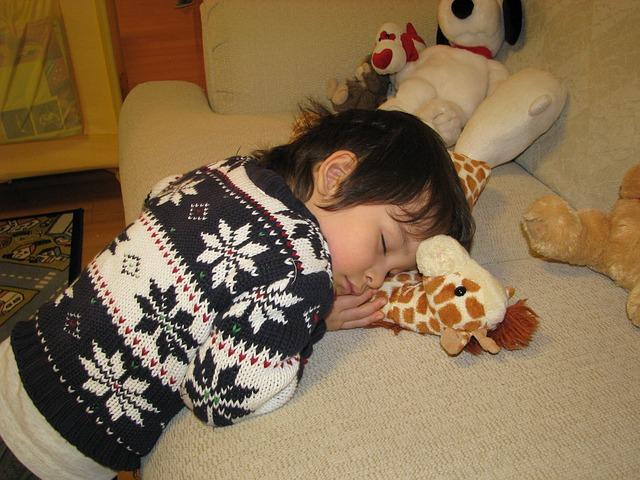 幼稚園は昼寝なし?お昼寝しないで大丈夫?眠い子への対処法。