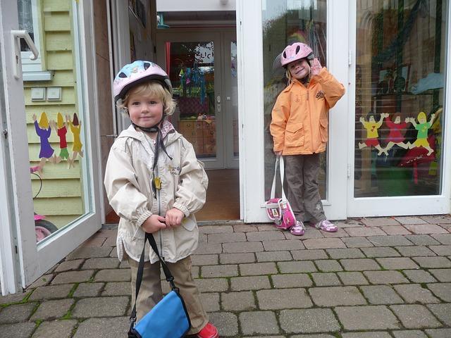 幼稚園の送迎はバス、車、自転車、徒歩のどれがいい?メリット、デメリットを紹介!