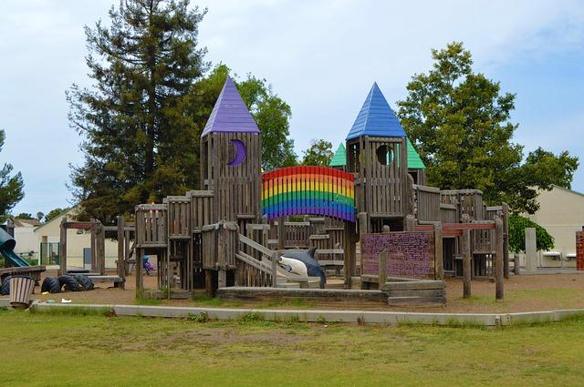 幼稚園や保育園の降園後に子供がいつまでも遊んでしまう。注意すべき点とは?
