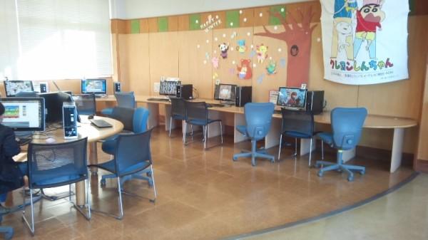 春日部の児童館エンゼルドームのパソコンコーナー