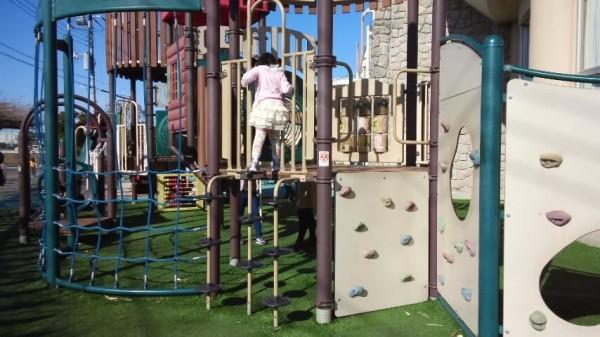 春日部の児童館エンゼルドームの外の遊具