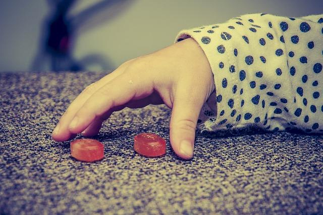 飴玉は何歳からあげられる?欲しがったらどうすればいい?安心する飴のあげ方とは?