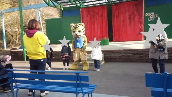 宇都宮動物園の着ぐるみショーの様子