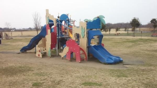 羽生水郷公園のわんぱく広場にある遊具「海への冒険」