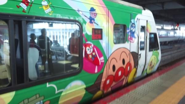 土讃線のアンパンマン列車「南風3号」