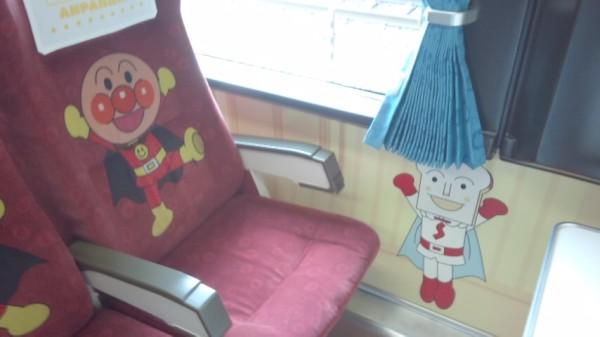 アンパンマン列車のアンパンマンシートの様子
