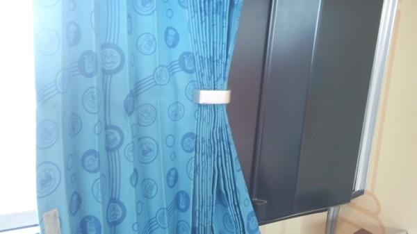 アンパンマン列車のシート横にあるカーテン