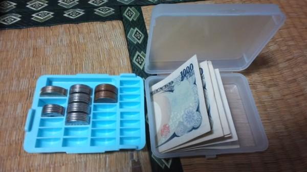 硬貨入れに入ったフリマ用のおつり