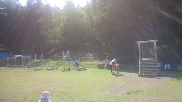 川場田園プラザのプレイゾーンにあるネットクライムとロッククライミング