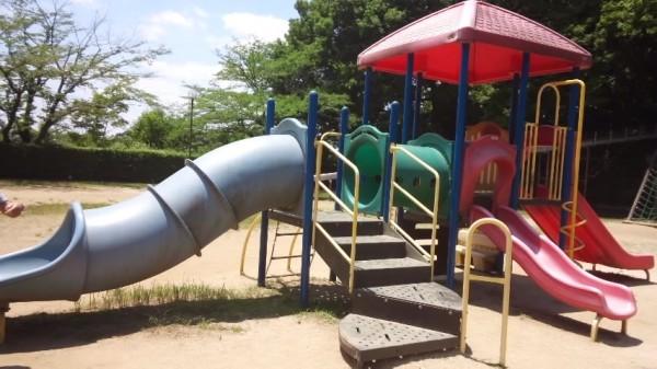 内牧公園のピクニック広場の遊具