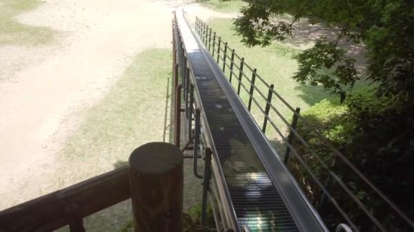内牧公園のピクニック広場にあるローラー滑り台を上からみたところ