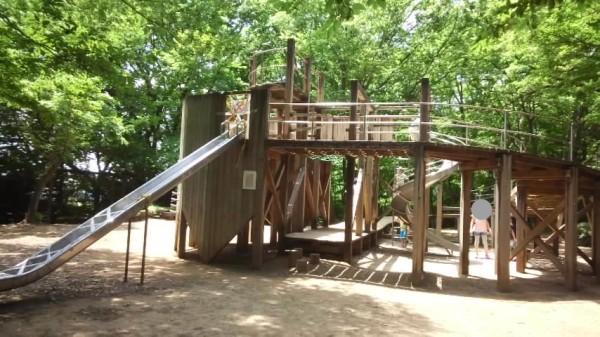 内牧公園のアスレチック遊具