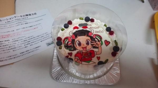 フィルムとセロハンがついた状態でキャラクターケーキが届いた状態