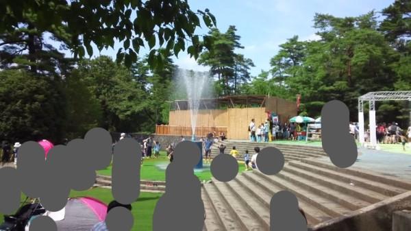 国営武蔵丘陵森林公園の水遊び場の噴水