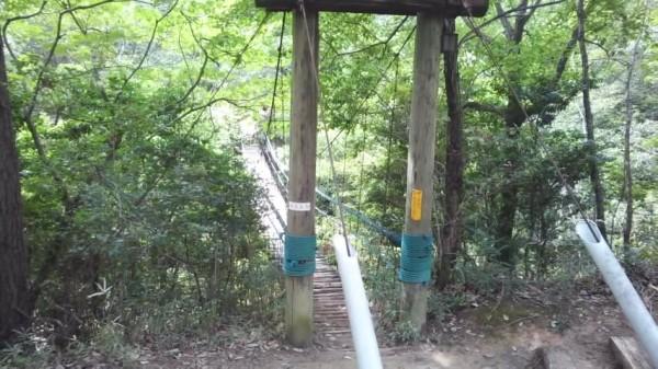 渋川動物園の園長手作りのつり橋