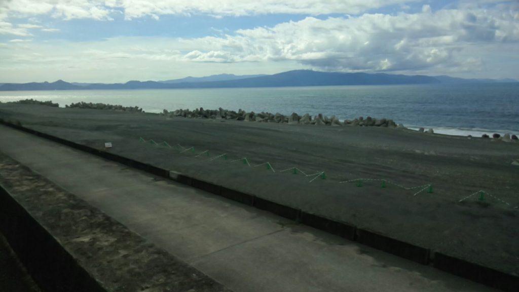 富士マリンプールの横の海